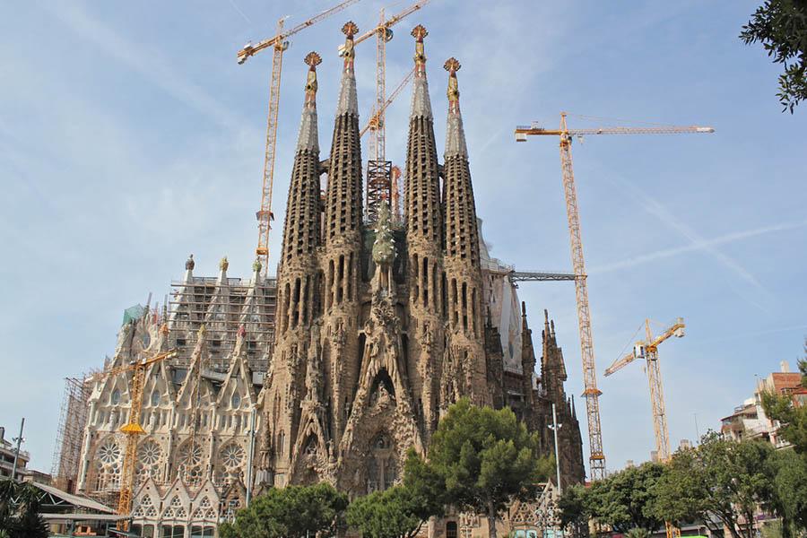 Sagrada Familiaa rakennetaan kuin Iisakin kirkkoa.