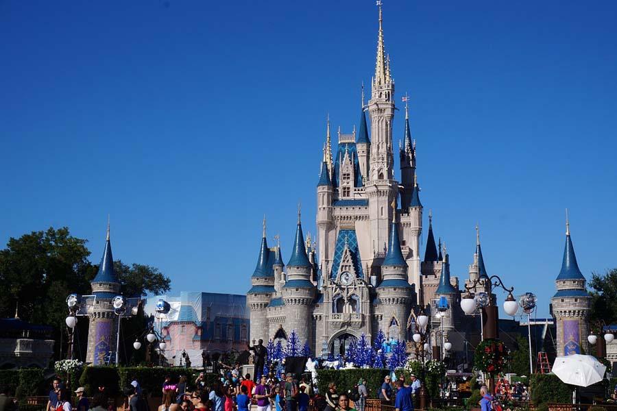 Tuhkimon linna Floridan Disney Worldissa.