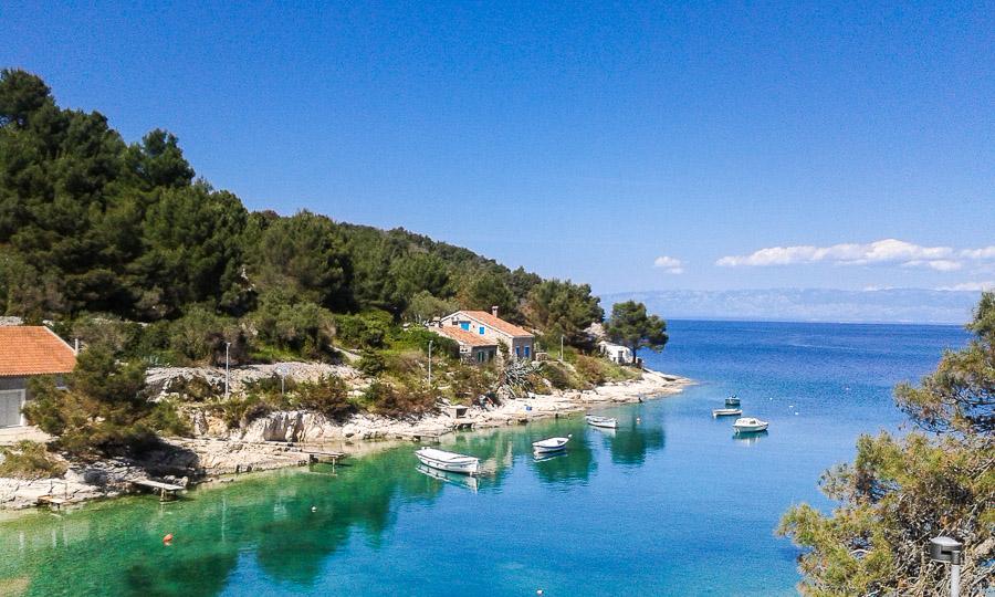 Ai jai näitä Kroatian rannikon värejä! Meri on kristallinkirkasta Losinjin edustalla.