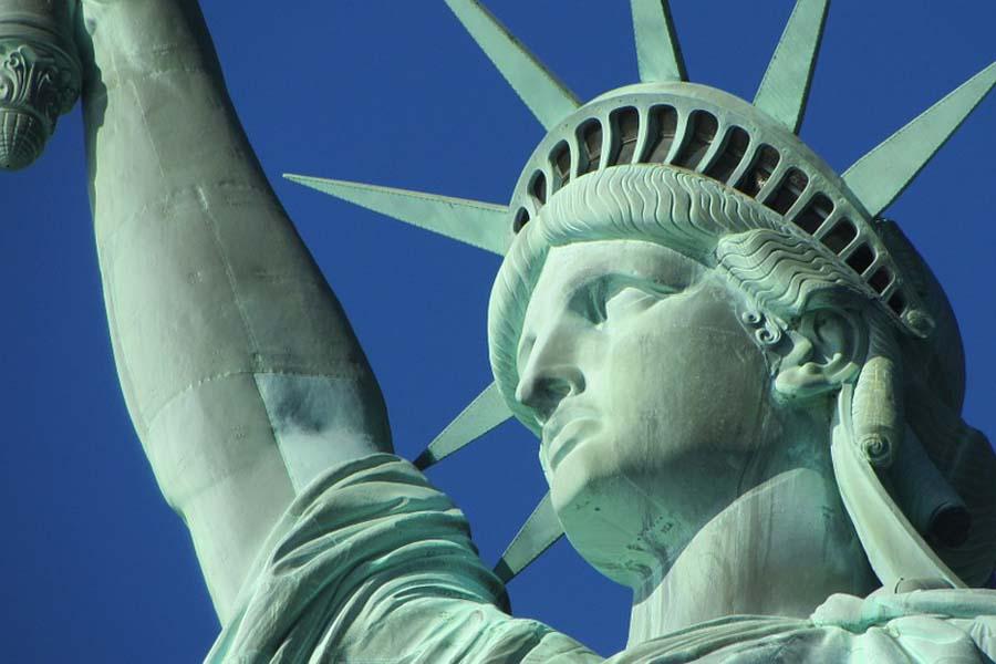 Vapauden patsaan päässä on näköalapaikka.