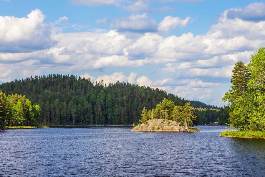 Repoveden kansallispuiston maisemia. Kuva: Ninara, Flickr CC
