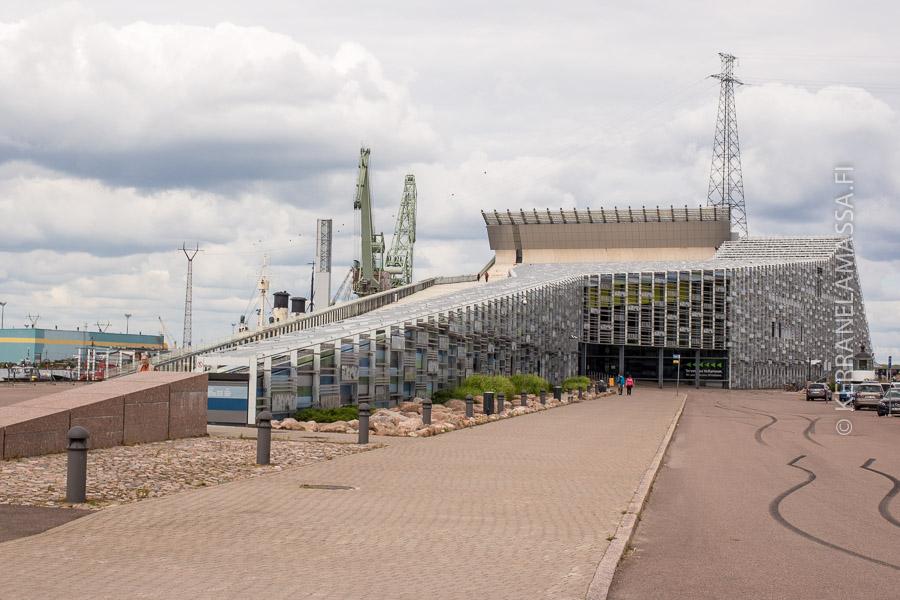 Kotkan merikeskus Vellamo herättää huomiota.