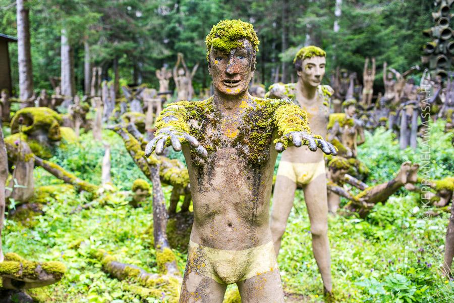 Parikkalan patsaspuistossa on muun muassa 200 joogaavaa patsasta.