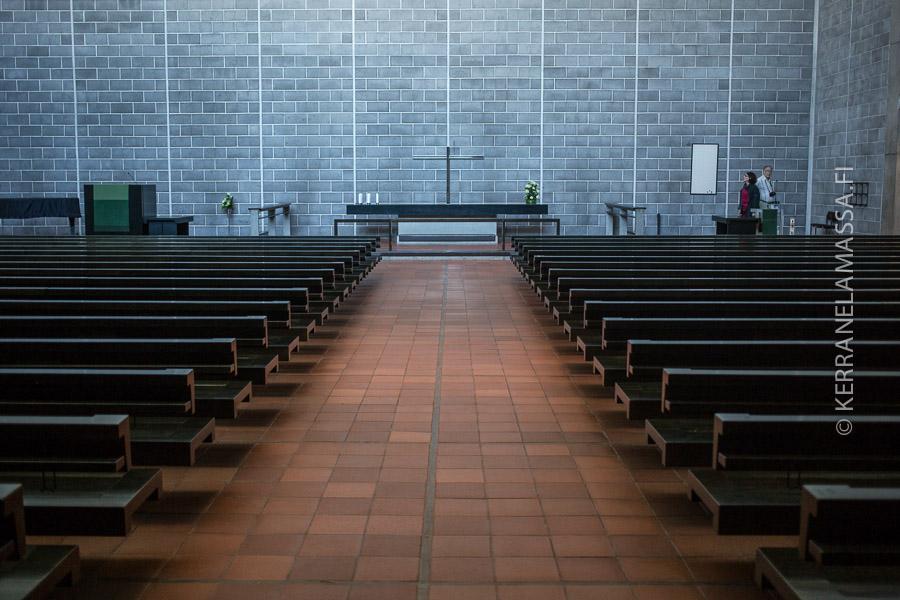 Tapiolan kirkko on karuudessaan hurmaava.