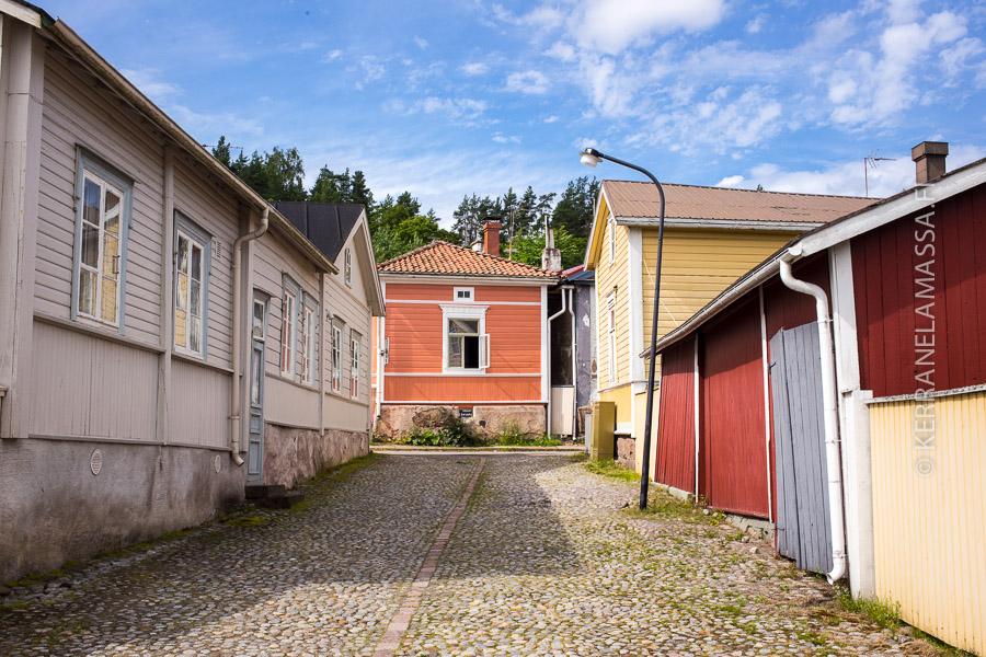 Loviisan puutaloidylli on säilyttänyt vanhan asunsa. Samoissa maisemissa Sibeliuskin viettin lapsena kesiään.