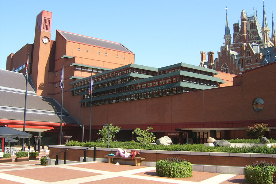 Prinssi Charlesin mukaan British Library näyttää ulkoa hirviömäiseltä ajospahkalta. Kuva: Rob Glover Flickr CC