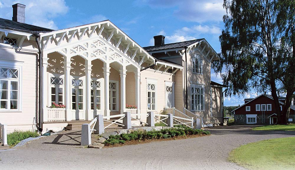 Kenkävero-ravintola sijaitsee kauniissa vanhassa pappilassa. Kuva: VisitFinland