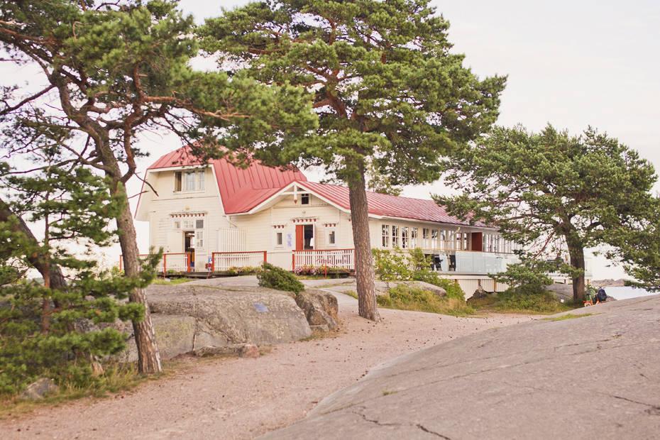 Mannerheimin aikoinaan omistama Neljän tuulen tupa on Hangon kuuluisin kahvila. Kuva: Jussi Hellsten