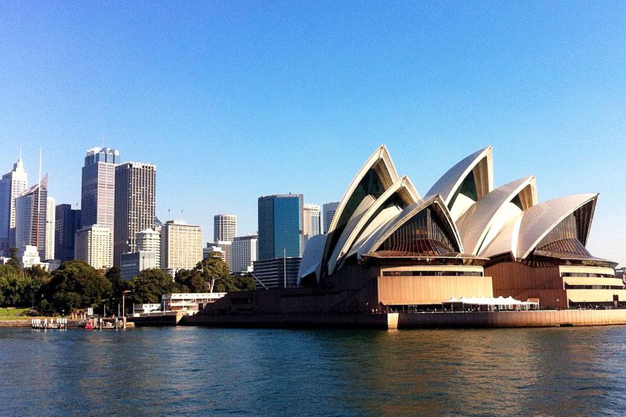 Sydneyn kuuluisimmasta maamerkistä ei ole epäilystäkään: Sydneyn oopperatalo on yksi maailman ikonisimmista rakennuksista.