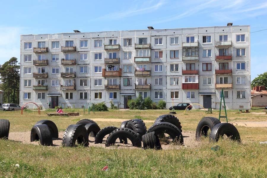 Karostan sotilassataman maisemat ovat ehtaa Neuvostoliittoa.