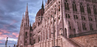 Budapest Unkarin parlamenttitalo