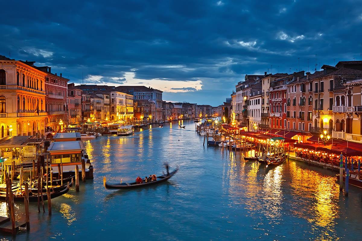 Venetsia Opas Kanavien Ja Casanovan Kaupunkiin Kerran Elamassa