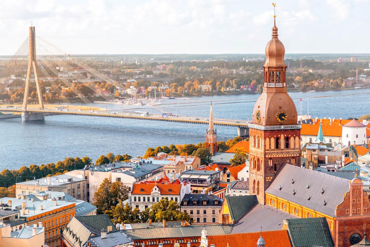Riika Opas Baltian Kauneimpaan Kaupunkiin Kerran Elamassa