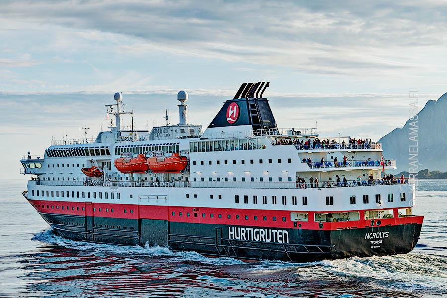 Lofootit Hurtigruten risteilyalus