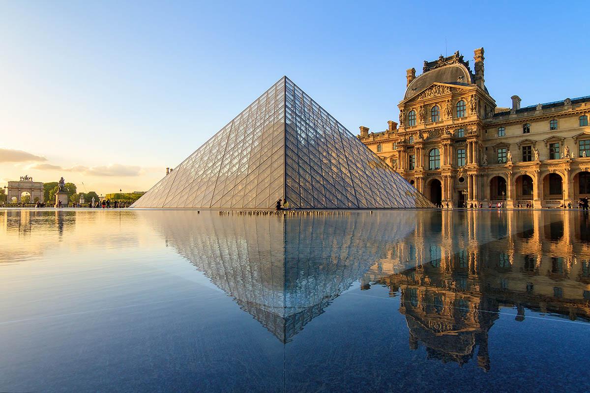 Louvre on Pariisin nähtävyys