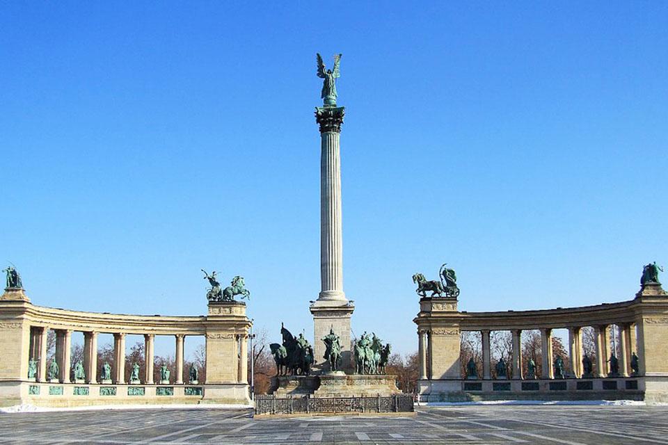 Sankarten aukio Budapest