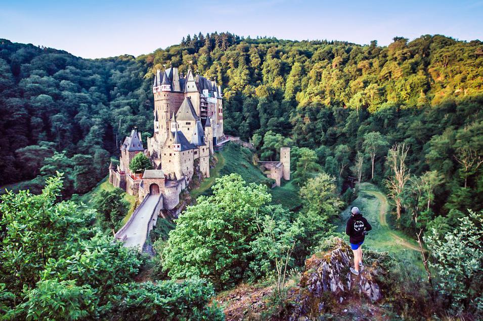 Reininlaakso Opas Saksan Satumaisemiin Kerran Elamassa