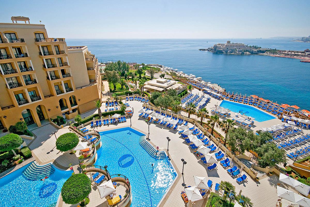 malta hotelli uima-allas