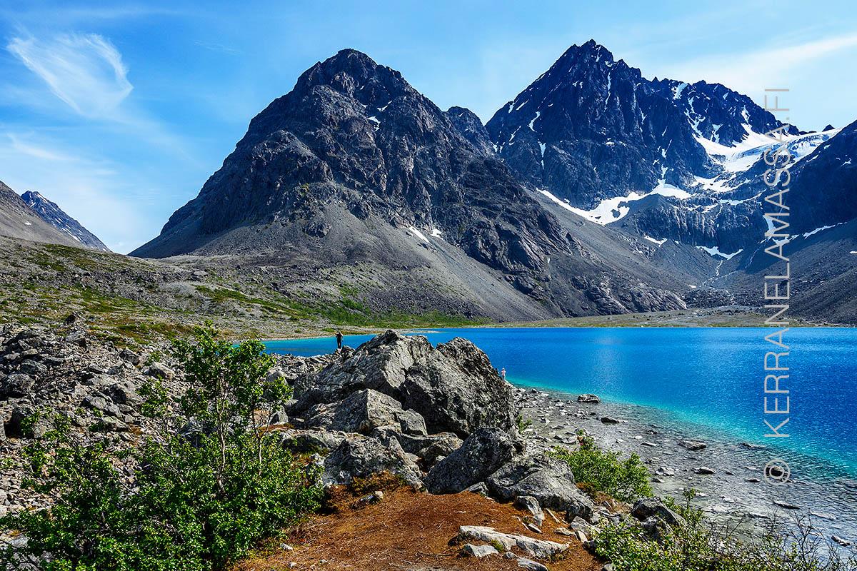 Lyngen Pohjois Norjan Alpeilla Odottavat Upeat Vuoristomaisemat