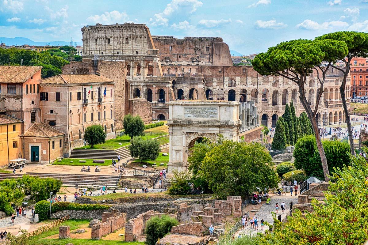Colosseum ja Forum Romanum