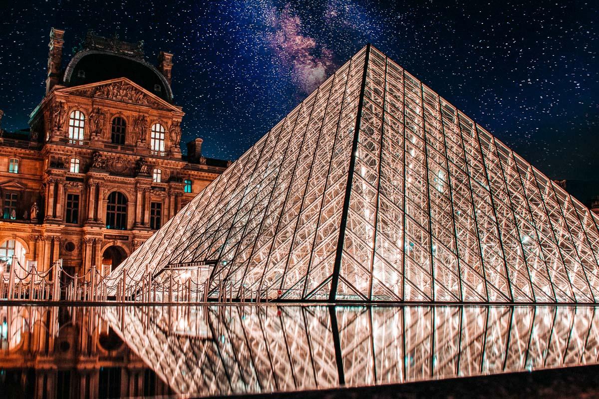 Louvre lasipyramidi