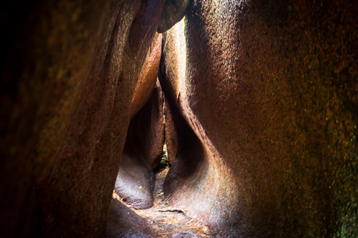 Högbergetin luola näyttää naisen sukuelimeltä